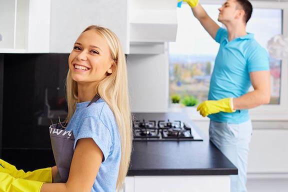 Mycie naczyn i wycieranie kurzów